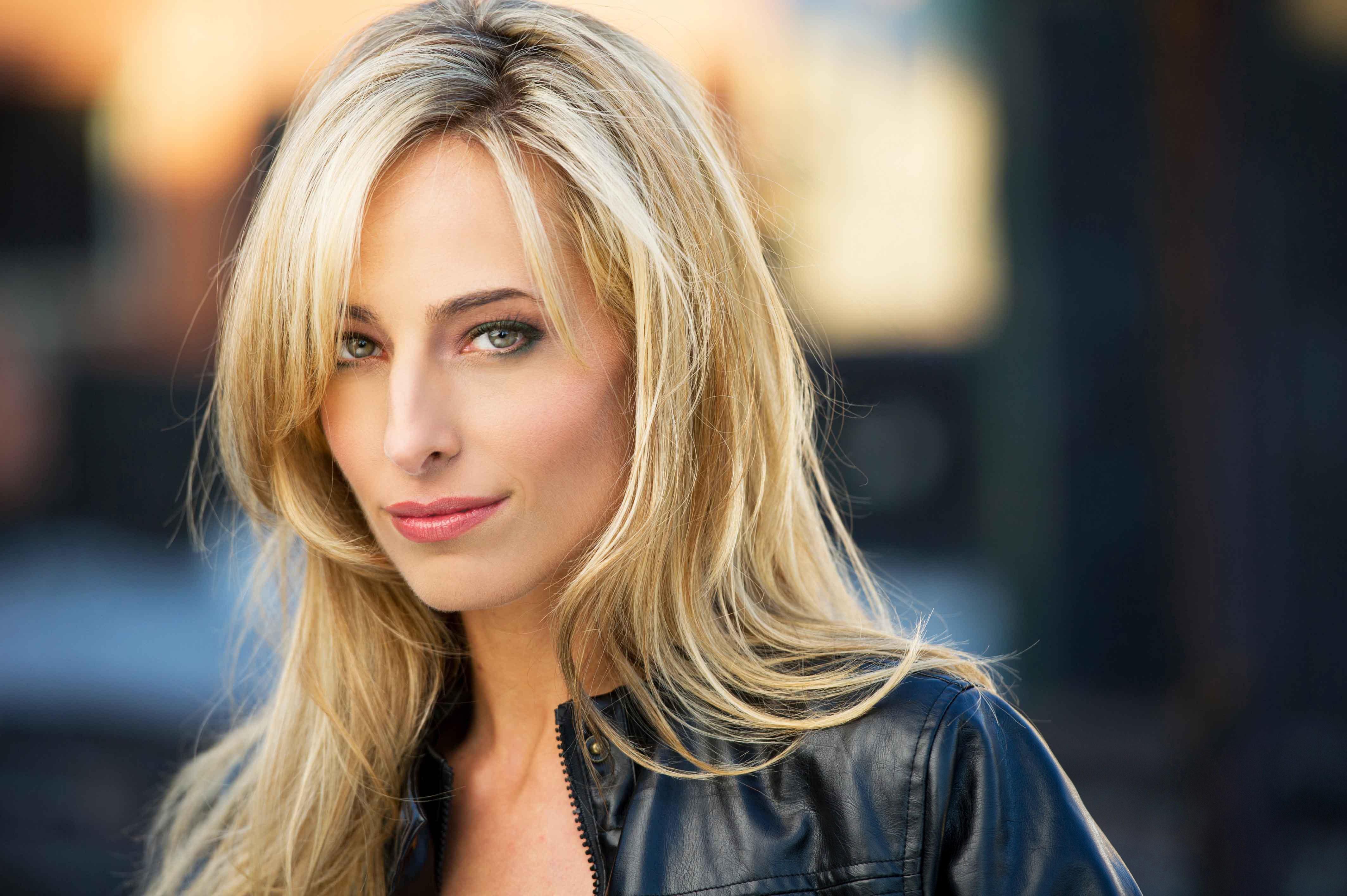 Jessica Polsky Nel Film ULYSSES: Una Attrice Allaltezza