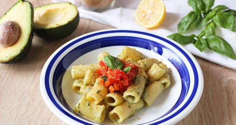 pasta-con-avocado-e-pomodorini