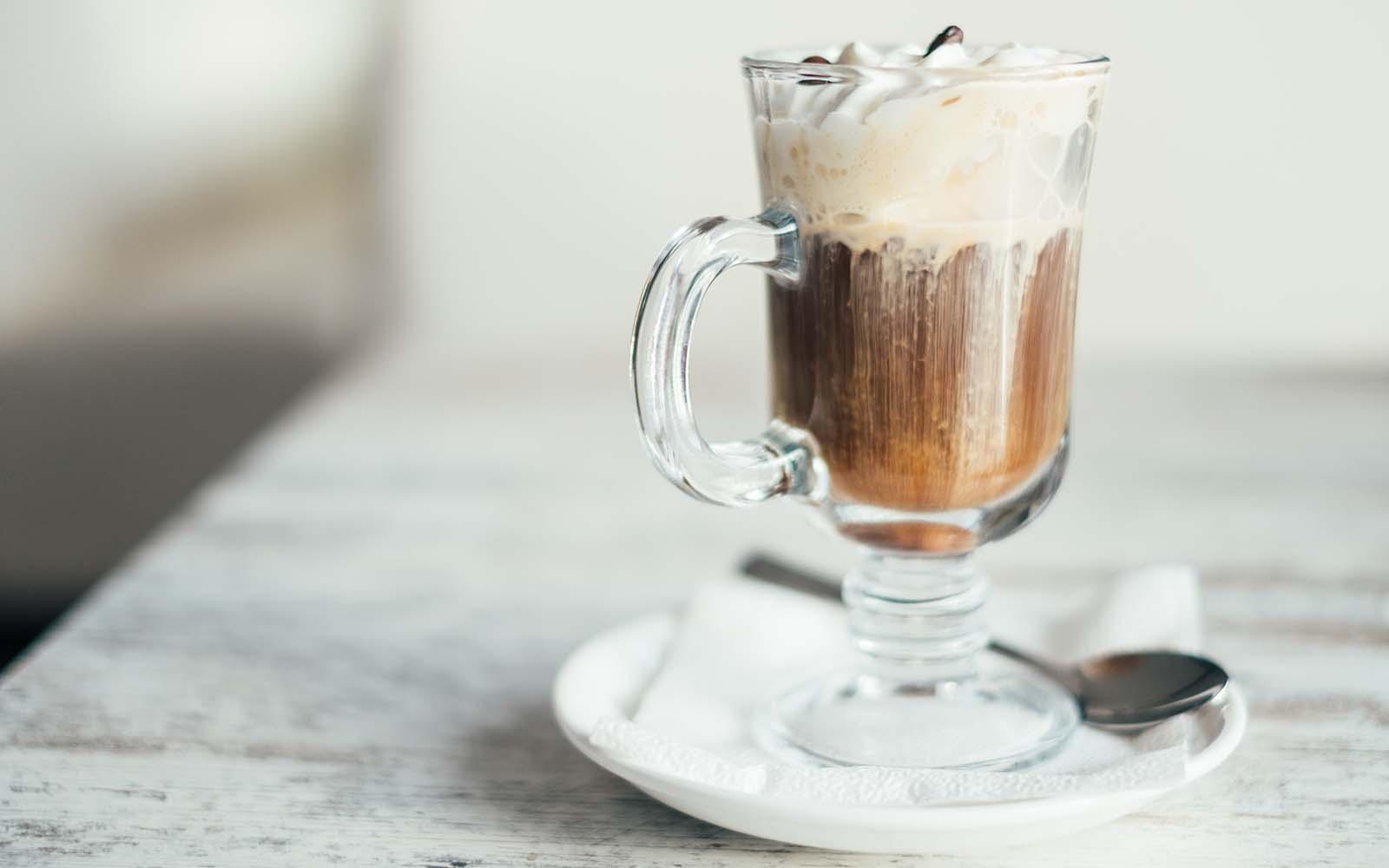 barbajada:-la-bevanda-milanese-con-caffe-e-cioccolata