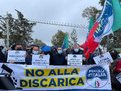 no-alla-discarica-a-borgo-san-michele,-il-flashmob-di-fdi