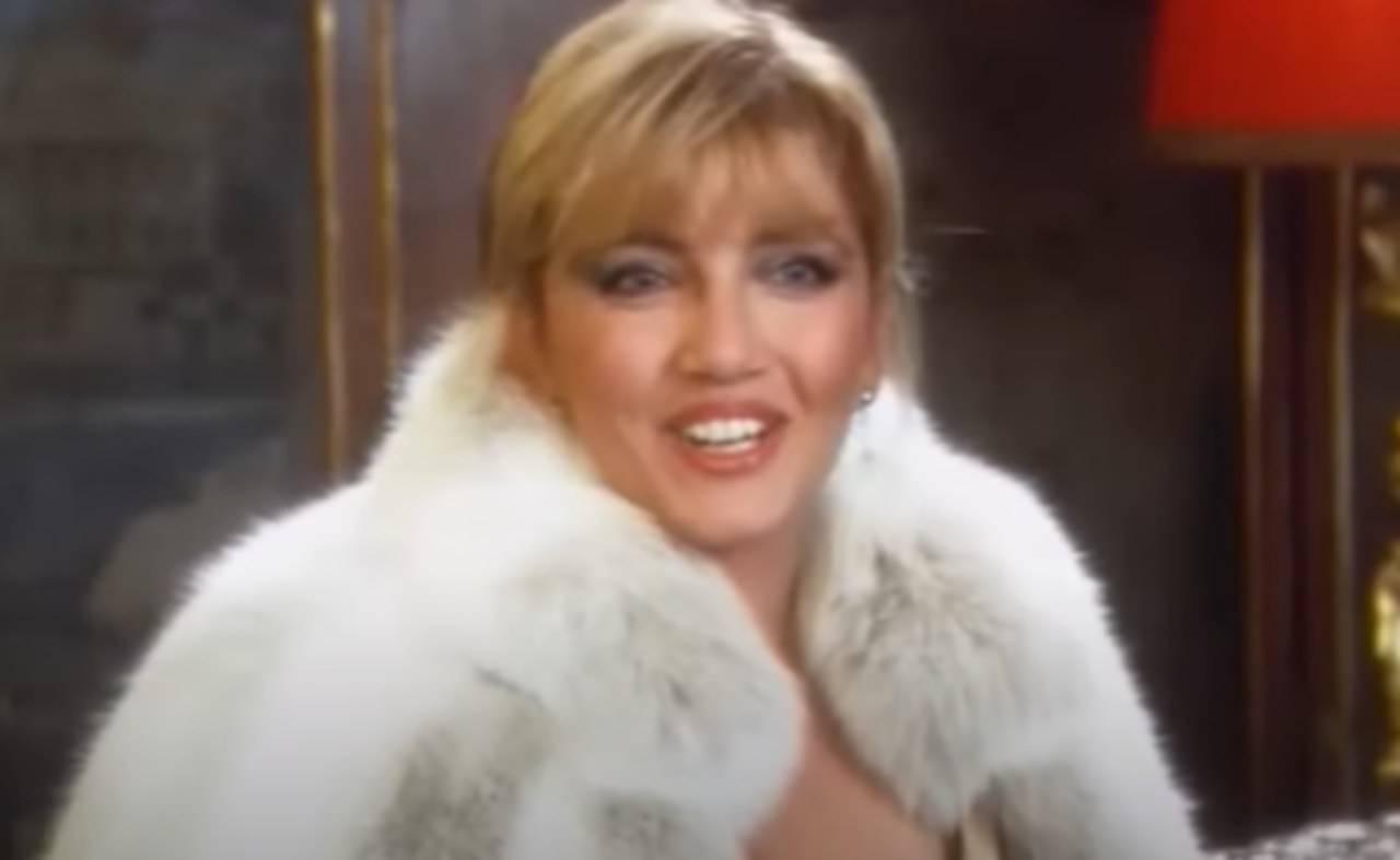 riconoscete-la-bellissima-donna-in-questo-scatto:-e-un-volto-amatissimo-della-tv!