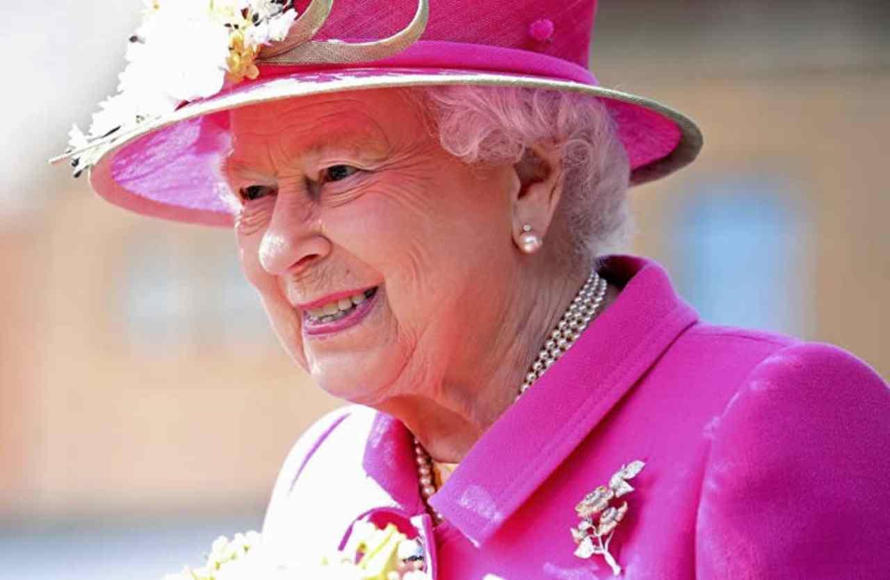 regina-elisabetta:-ha-un-vizio-irrefrenabile-|-non-puo-farne-a-meno