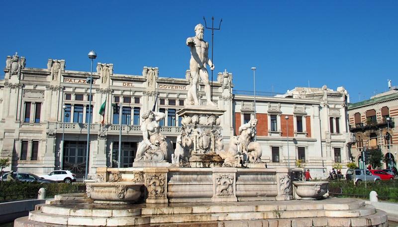 """fontana-del-nettuno,-il-dio-che-protegge-messina-""""signora-dello-stretto"""":-la-storia-della-statua-tra-verita-e-credenze-popolari"""