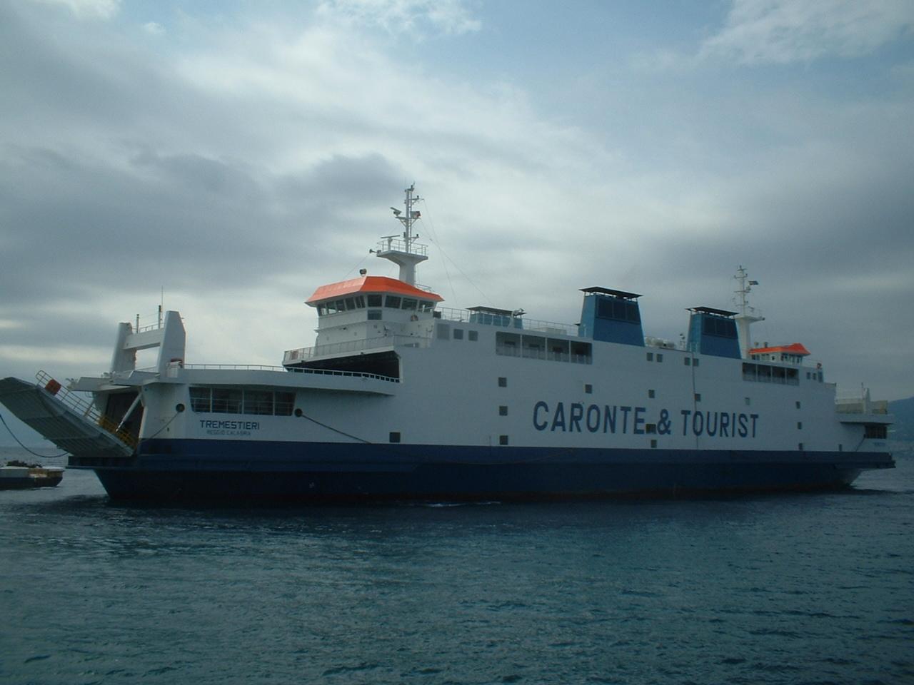 messina:-nave-di-caronte-&-tourist-bloccata-al-porto,-alcuni-membri-dell'equipaggio-risultati-positivi-al-covid-19