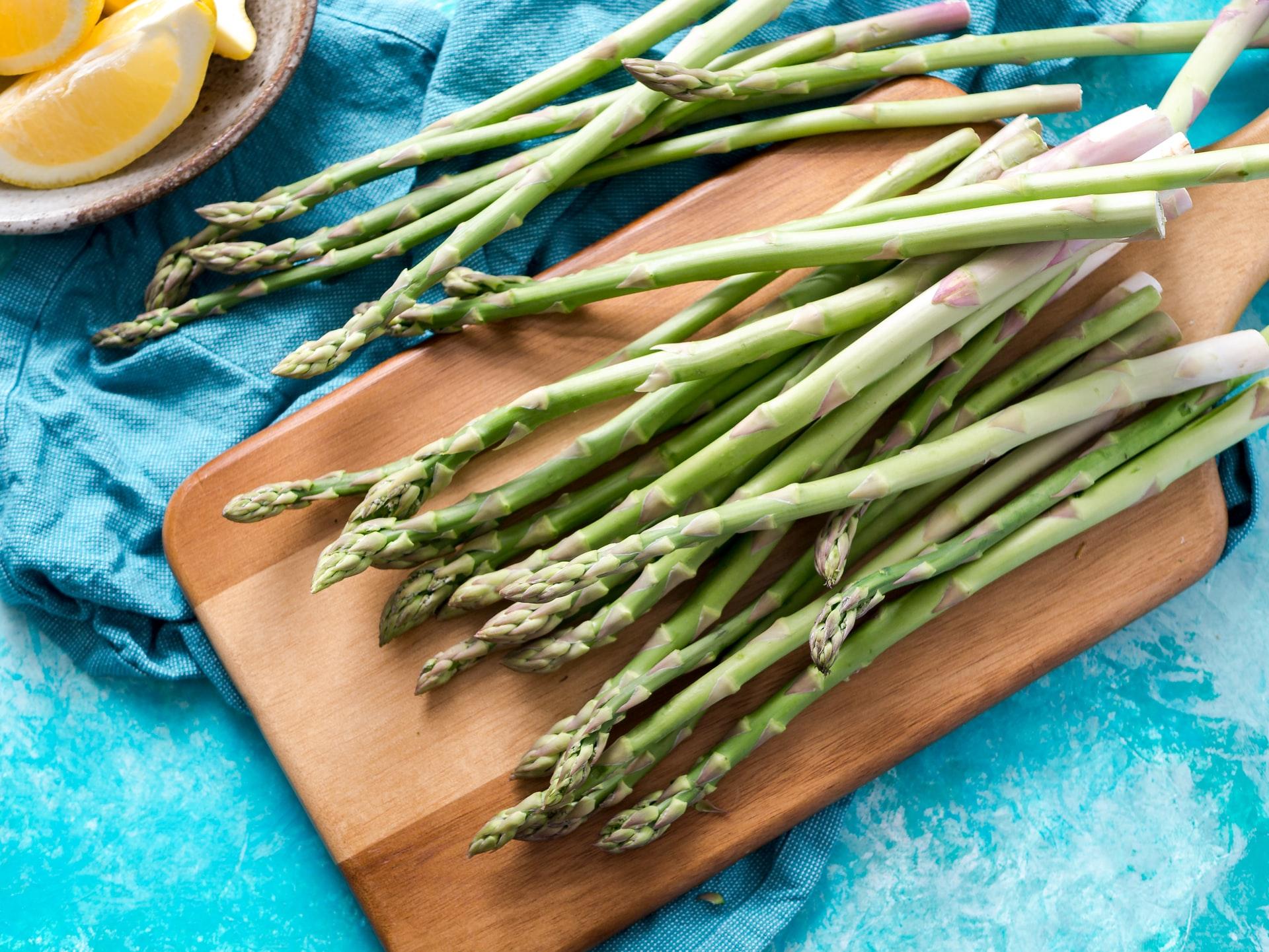 pastasciutta-con-asparagi-saltati-in-padella-e-bacon:-come-prepararla