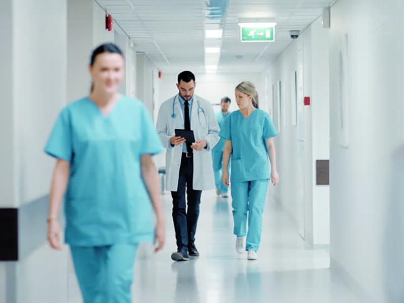 gli-oss-non-possono-fare-gli-infermieri,-ma-gli-infermieri-non-si-possono-definire-medici.
