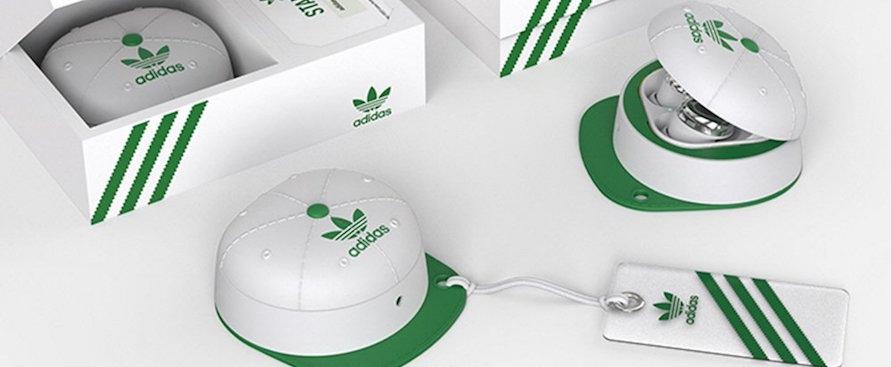 gli-auricolari-samsung-con-la-custodia-a-forma-di-cappellino-adidas