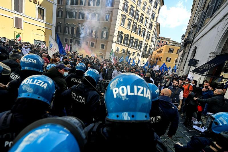 """la-polizia-e-dalla-parte-dei-manifestanti:-""""proteste-comprensibili,-incontenibili-e-inevitabili.-dare-risposte-e-non-sottovalutare-la-realta"""""""