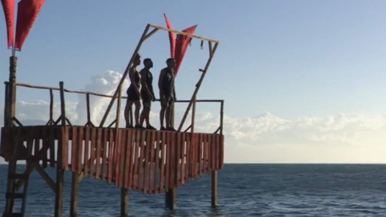 isola-dei-famosi,-gli-autori-inviano-aiuti-ai-naufraghi.-mai-accaduto-in-15-anni