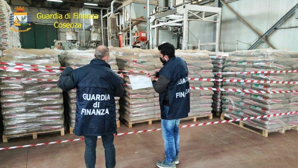 cosenza:-sequestrate-oltre-300-tonnellate-di-pellet-contraffatto,-denunciato-imprenditore