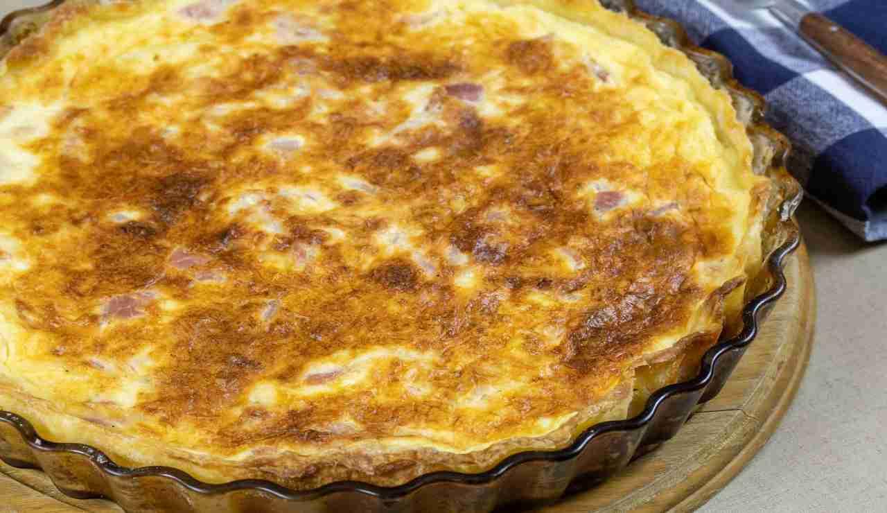 Torta brioche salata speck e provola | deliziosa e facile da preparare