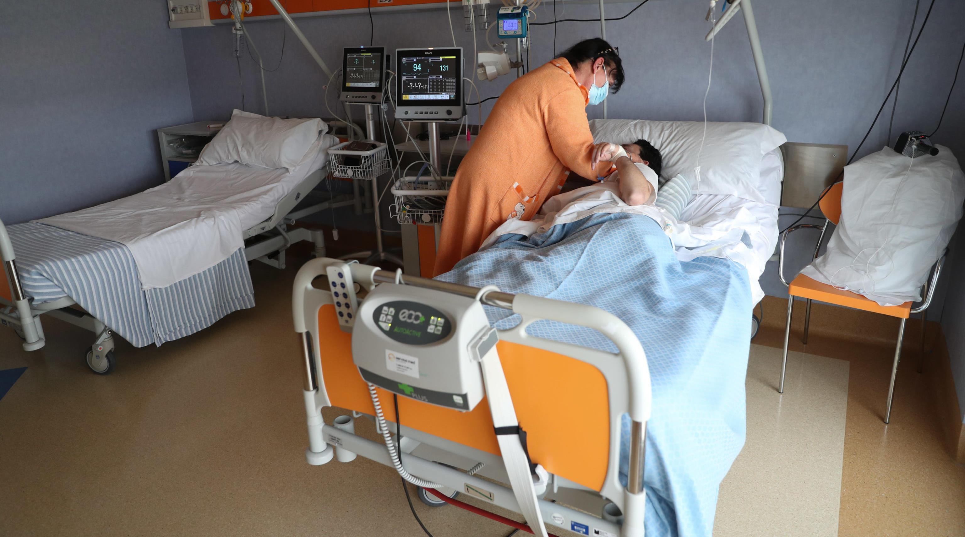 Coronavirus in Calabria: neomamma di Cosenza ricoverata d'urgenza in terapia intensiva a Catanzaro