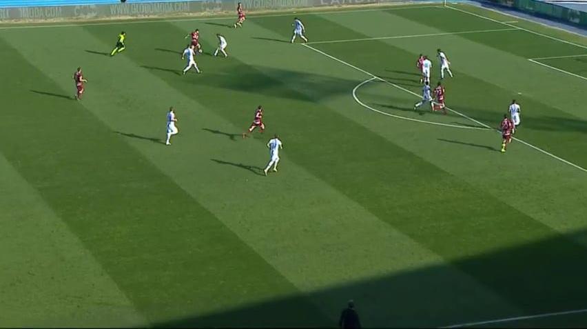 Focolaio Covid Pescara, l'Asl blocca tre gare (tra cui quella di Cosenza): a rischio rinvio playoff e playout
