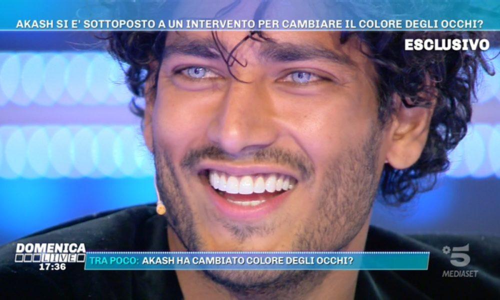 """Akash a Domenica Live, Barbara d'Urso lo gela: """"Ecco la differenza tra noi"""""""