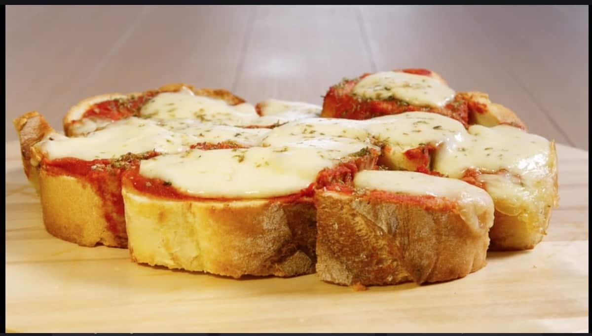 Pizza di pane, la ricetta di Giusina in cucina