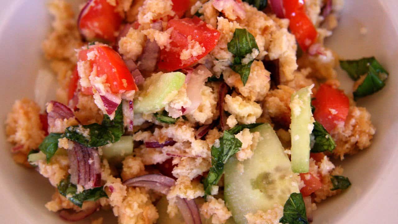 panzanella-toscana-con-tonno,-la-buonissima-ricetta-toscana