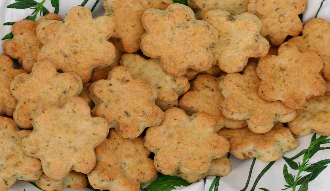 biscotti-salati-con-salvia-e-timo-|-friabili-e-irresistibili-stuzzichini