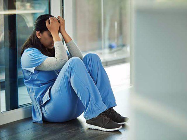 """teresa,-infermiera:-""""assunta-a-tempo-indeterminato-per-covid-e-poi-rimandata-a-casa-come-calzino-usato""""."""