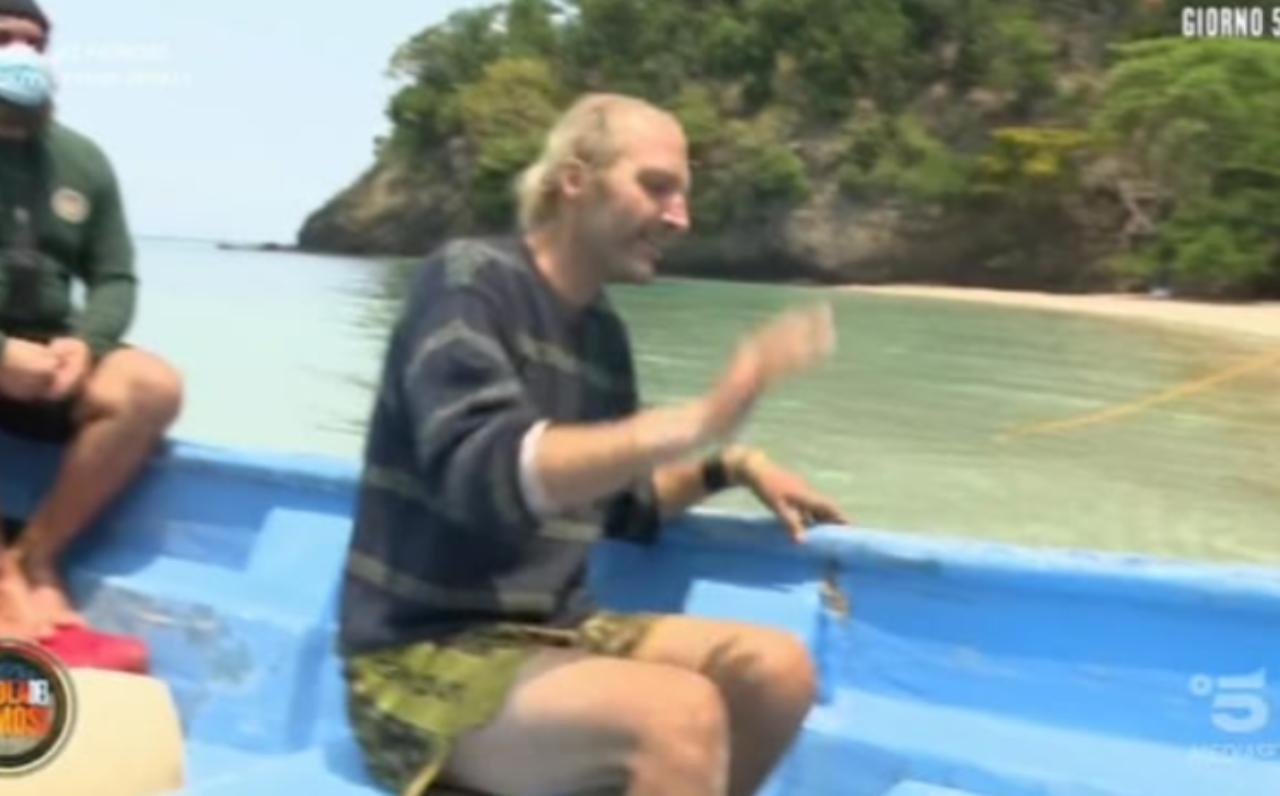 Isola dei famosi, Ubaldo Lanzo costretto ad abbandonare: lascia per motivi di salute