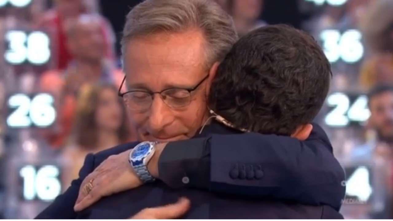 Luca Laurenti fa piangere Bonolis: il gesto inaspettato [VIDEO]