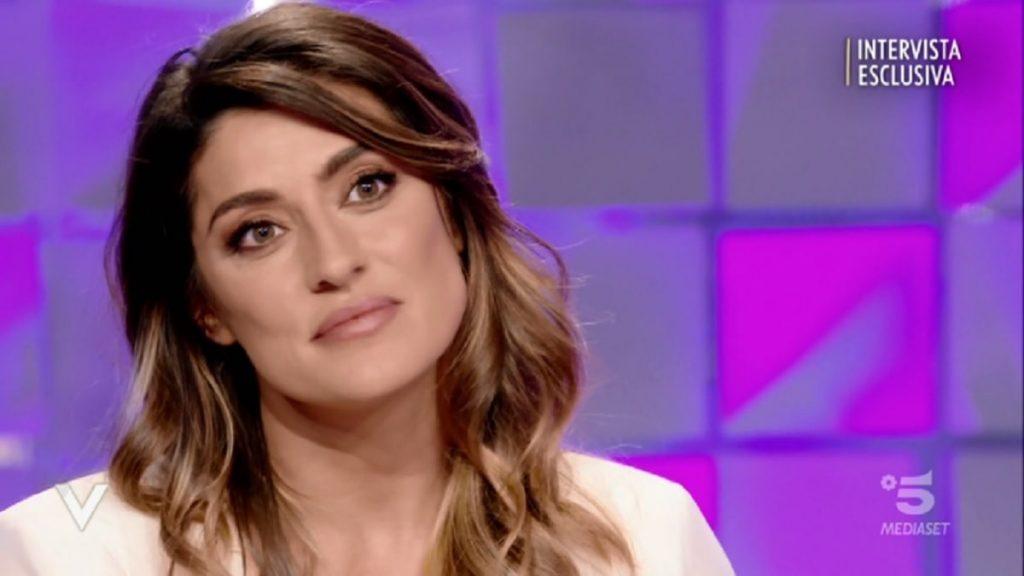 """Elisa Isoardi, da Silvia Toffanin messaggio diretto a Piersilvio Berlusconi: """" io vorrei …"""", la Toffanin l'ascolta senza parlare"""