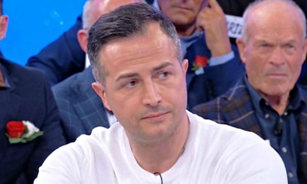 ued-news,-panico-in-studio:-riccardo-scopre-gli-altarini-su-roberta-e-ida