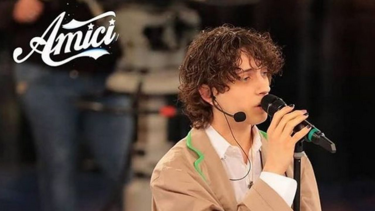 amici-20,-sangiovanni-dedica-il-suo-album-ad-una-persona-speciale:-ma-non-e-giulia