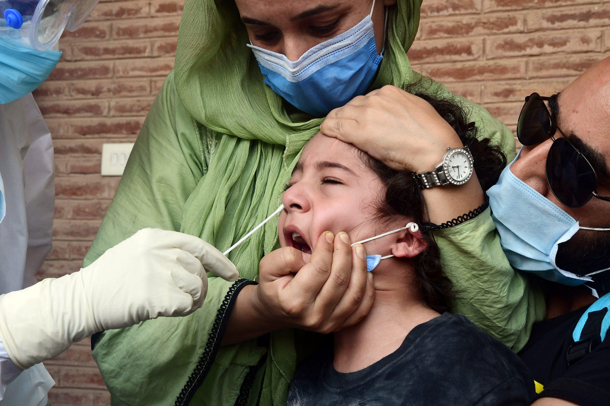 pakistan-–-niente-vaccino,-niente-telefono-il-governo-del-punjab-pronto-a-disattivare-le-sim-dei-non-vaccinati.