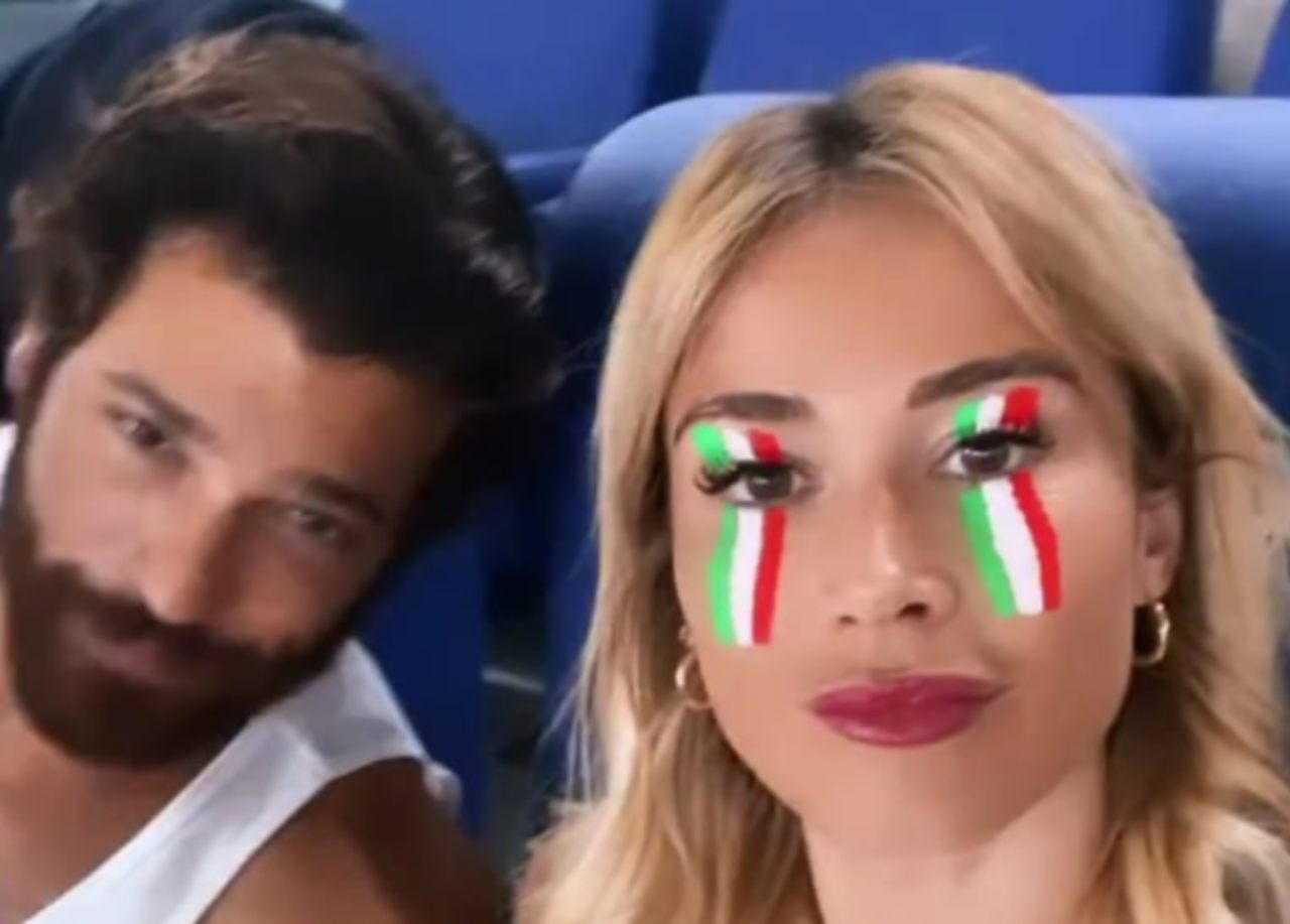 italia-turchia,-allo-stadio-anche-diletta-leotta-e-can-yaman:-quel-dettaglio-non-sfugge