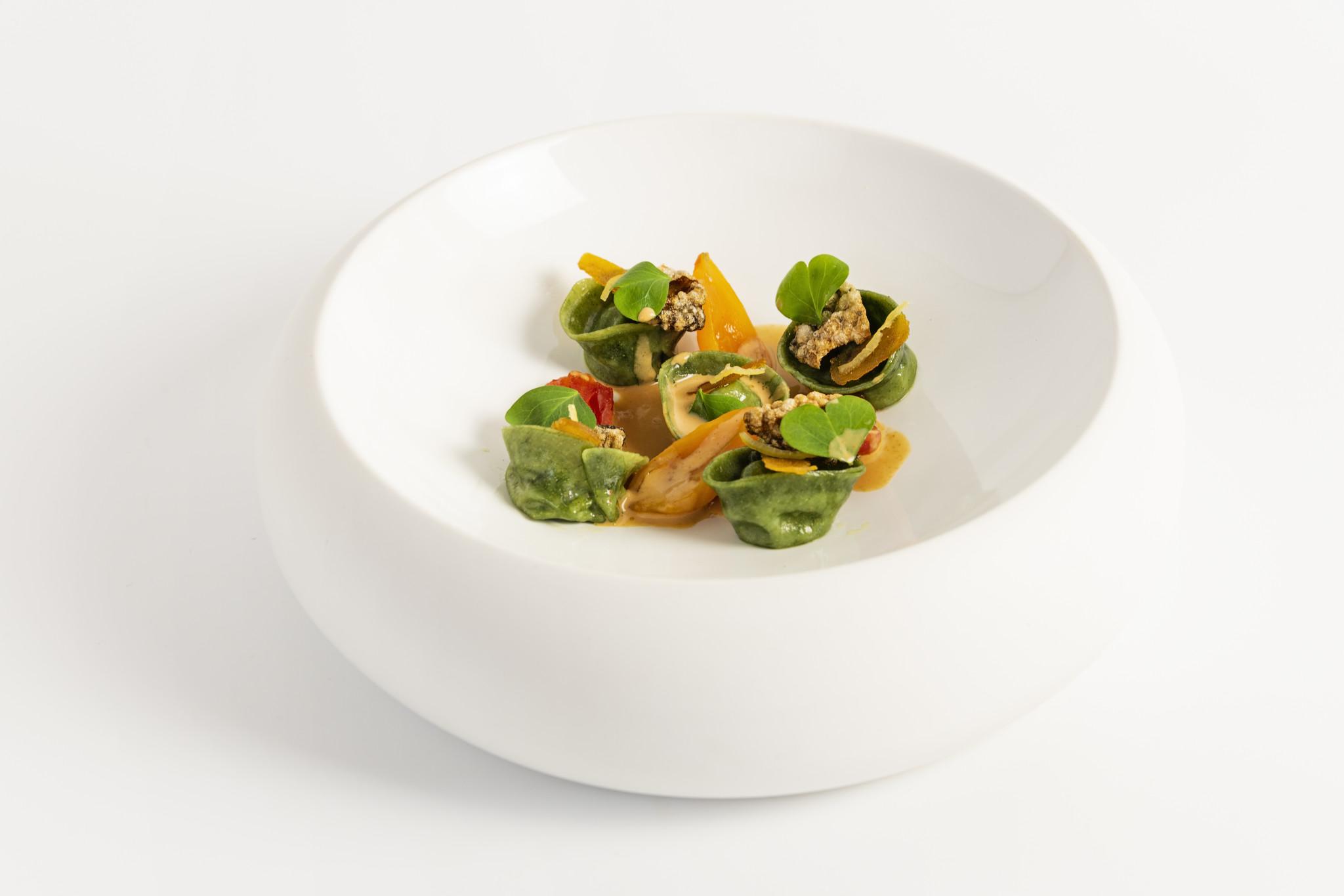 Tortelli alle alghe, ricci di mare, muggine e limone di Sorrento   Chef Cristoforo Trapani