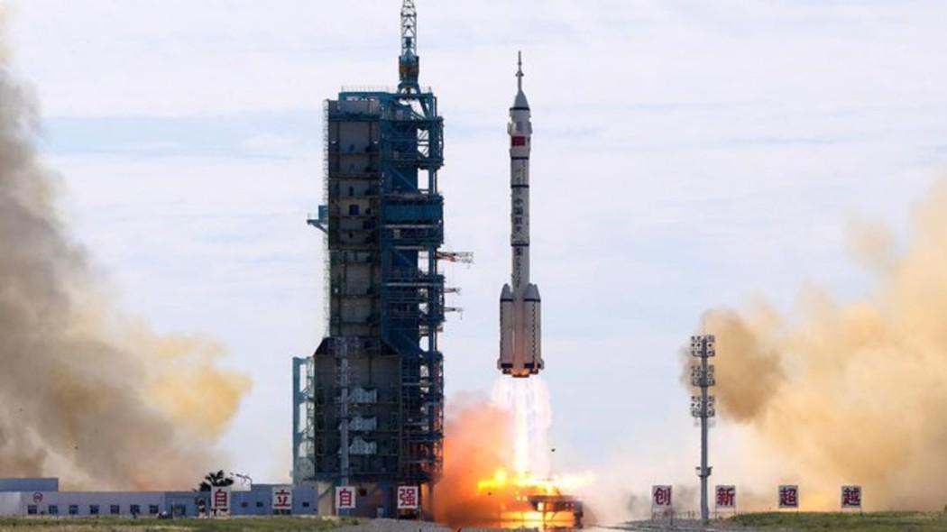 la-cina-ha-mandato-tre-astronauti-nello-spazio