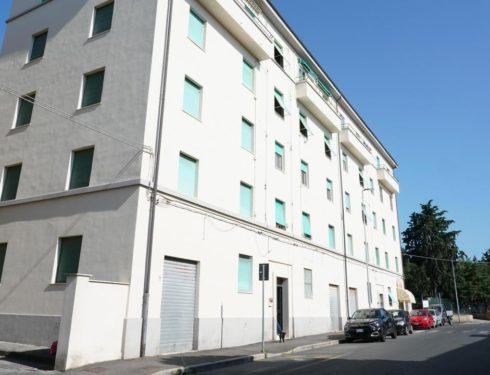 Livorno, palazzo costruito al contrario: è ruotato di 180°. L'incredibile errore