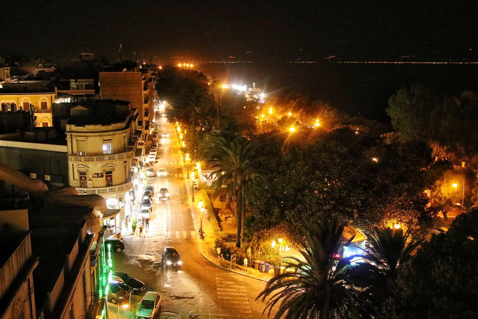Calabria, libertà ritrovata: è la prima notte senza coprifuoco dopo 239 giorni