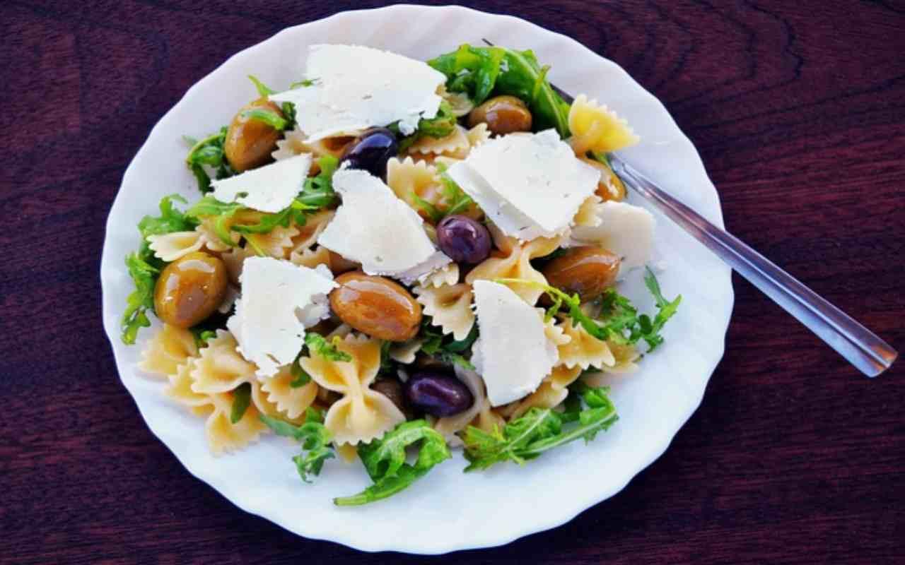 Forse non ci hai mai pensato, ma questo condimento per la pasta fredda è perfetto: anche 'leggero'