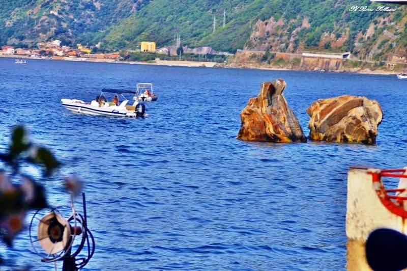 Straordinaria domenica di caldo nello Stretto di Messina: suggestive le FOTO da Scilla [GALLERY]