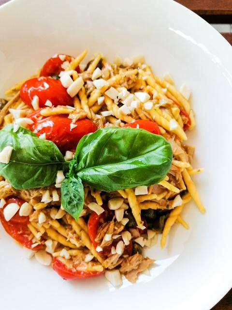 Trofie al Pesto con Tonno e Mandorle: Ricetta velocissima e saporita