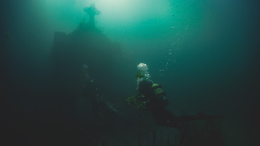 'the-deep-house'-directors-chat-about-making-the-blumhouse-acquired-underwater-horror-film