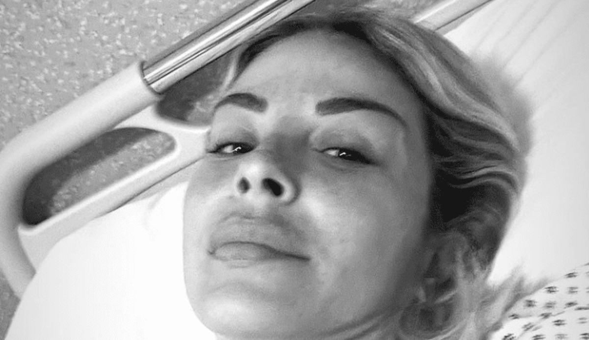 """l'ex-tronista-sabrina-ghio-ricoverata-in-ospedale:-""""devo-essere-operata,-ho-paura""""-(foto)"""