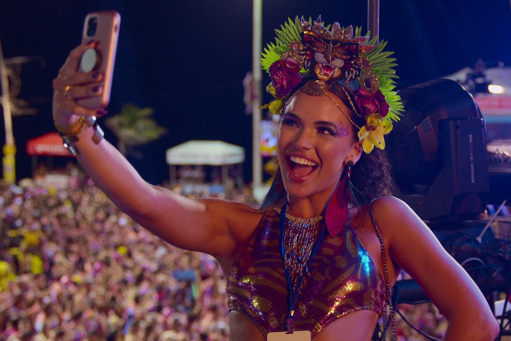'carnaval'-review:-netflix-sends-an-influencer-south-of-the-border-in-brazilian-'girls-trip'