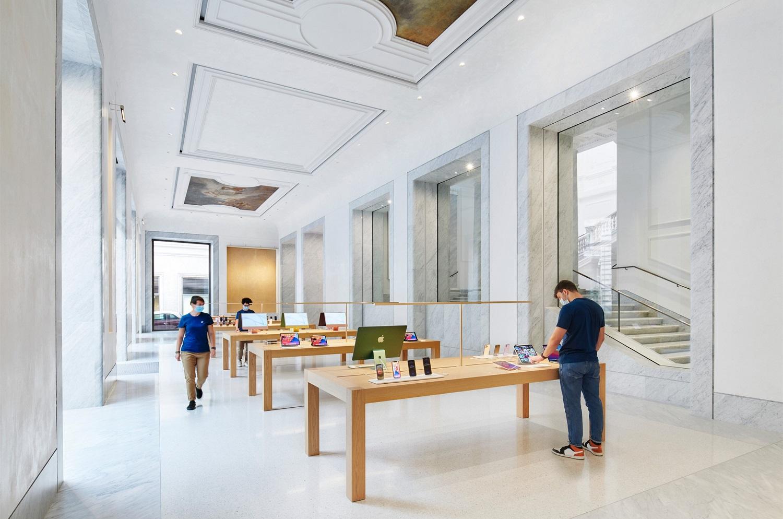 il-nuovo-apple-store-in-via-del-corso-e-un-inno-alla-magnificenza-di-roma