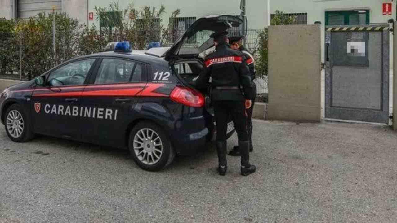 lo-uccide-con-dei-colpi-di-pistola,-poi-il-suicidio:-i-carabinieri-indagano