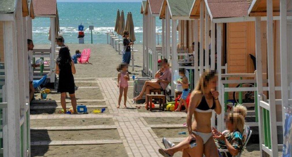 covid,-«virus-distrutto-dai-raggi-del-sole».-in-spiaggia-resiste-20-secondi,-lo-studio-italiano