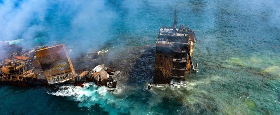 l'affondamento-di-una-nave-cargo-sta-causando-il-piu-grande-disastro-ambientale-dello-sri-lanka