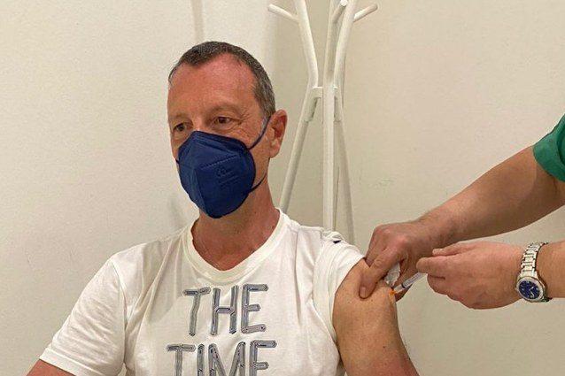 """amadeus-si-e-vaccinato-contro-il-covid:-""""ieri-sera-e-toccato-a-me,-finalmente!"""""""