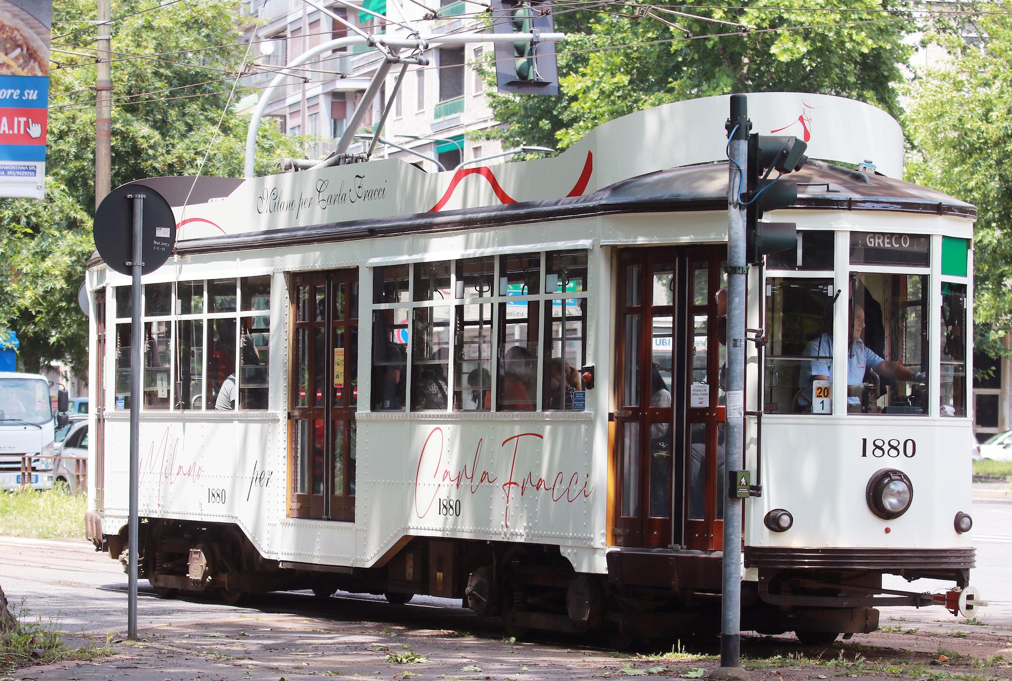 un-tram-bianco-per-ricordare-carla-fracci