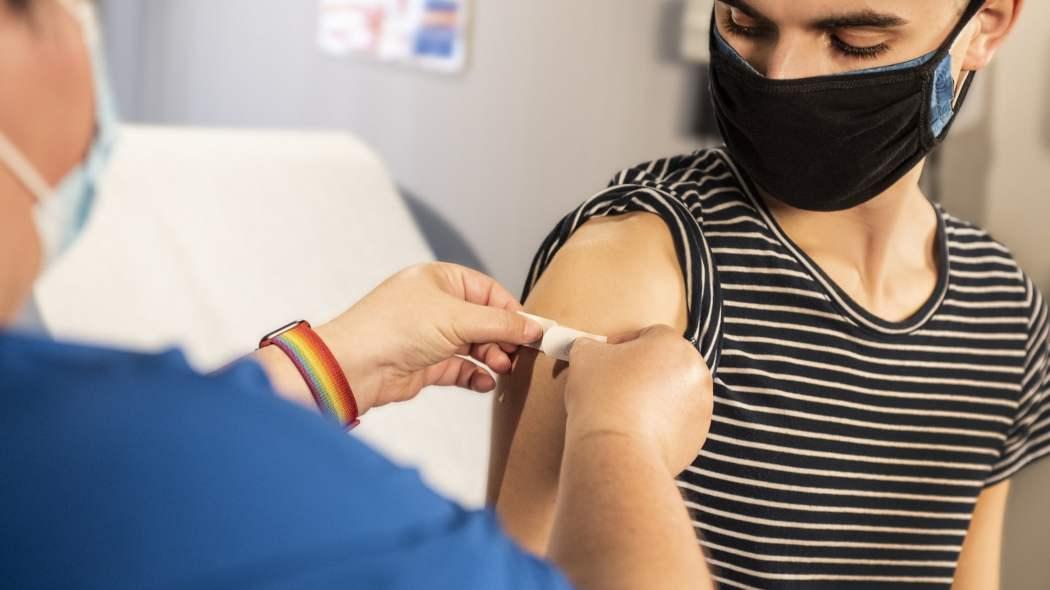 vaccinare-i-piu-giovani-con-astrazeneca-e-j&j-e-rischioso?