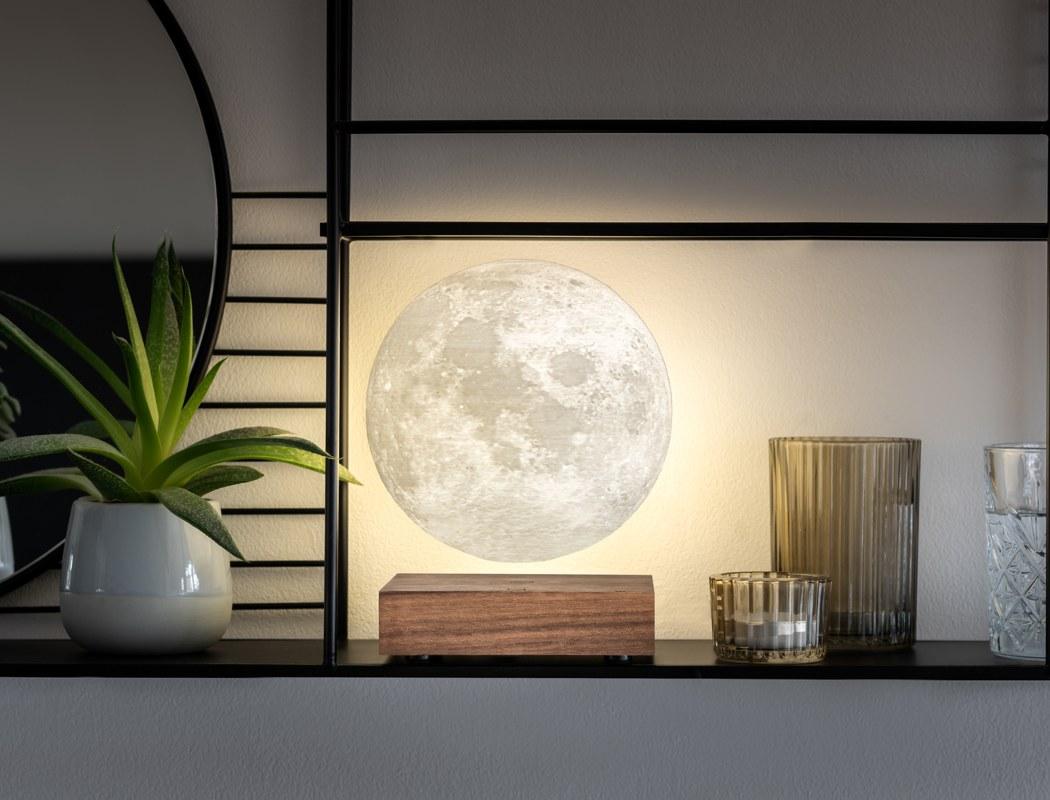 la-lampada-a-levitazione-magnetica-che-ti-porta-la-luna-dentro-casa