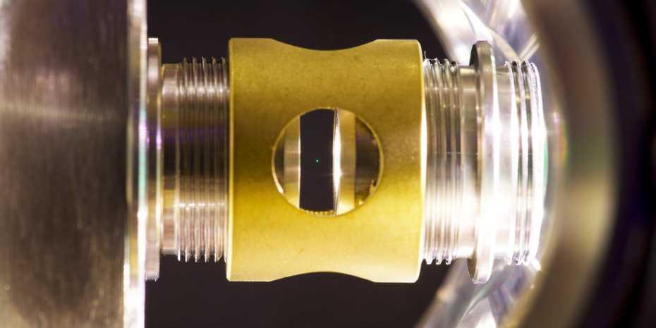 una-microscopica-sfera-di-vetro-ha-sfidato-le-leggi-della-fisica-quantistica