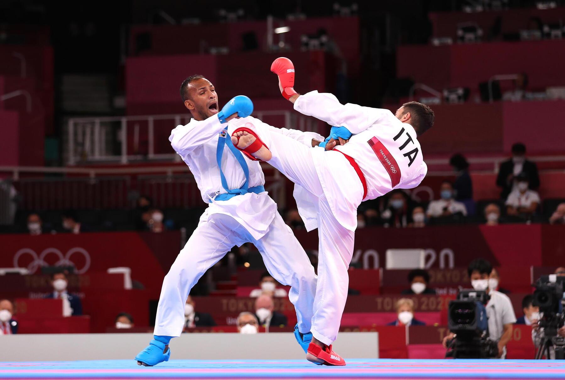 Olimpiadi di Tokyo, paura per Angelo Crescenzo nel karate: tremendo colpo al volto e blackout per 30 minuti [VIDEO]