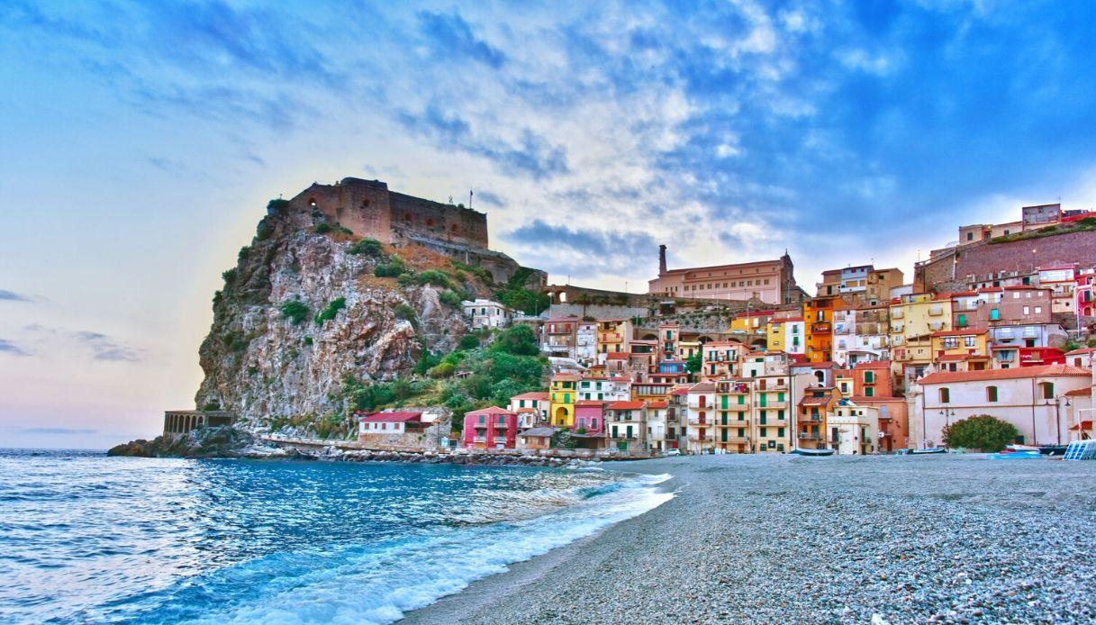 arriva-il-reddito-di-residenza,-800-euro-al-mese-per-3-anni-se-vi-trasferite-in-una-di-queste-citta-italiane